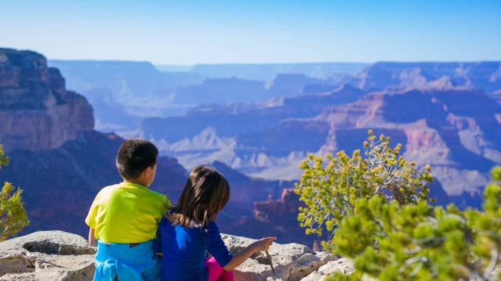 children at the grand canyon rim