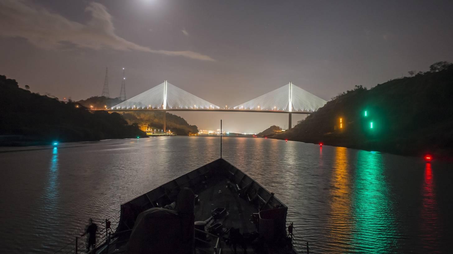 pananma canal at night