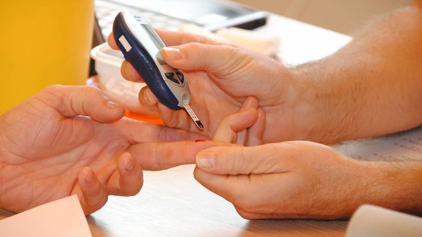 finger blood test