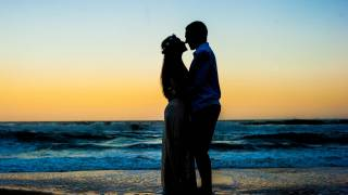pregnant couple on the california beach